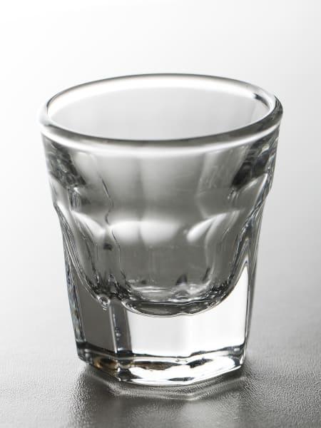 kieliszek z alkoholem