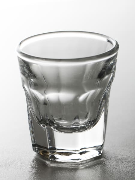 ciąg alkoholowy kieliszek